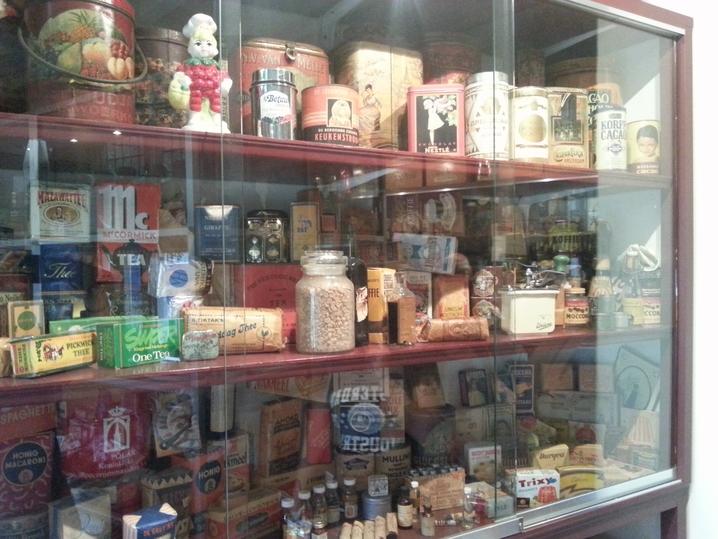 Una delle vetrine del negozio